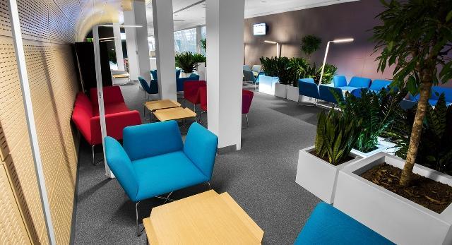 Architektura wnętrz. Nowy salon VIP na poznańskiej Ławicy autorstwa Studia Projektowego Dekoratorni